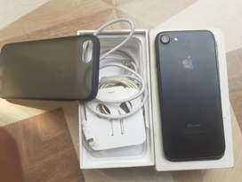 I phone 7. 32gb battery helt 83% mint condition all complete