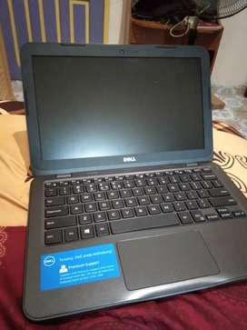 Leptop dell insprion 3180 grey