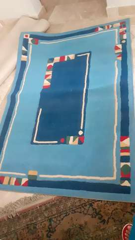Preloved rugs and carpet for sale in a very discounted price