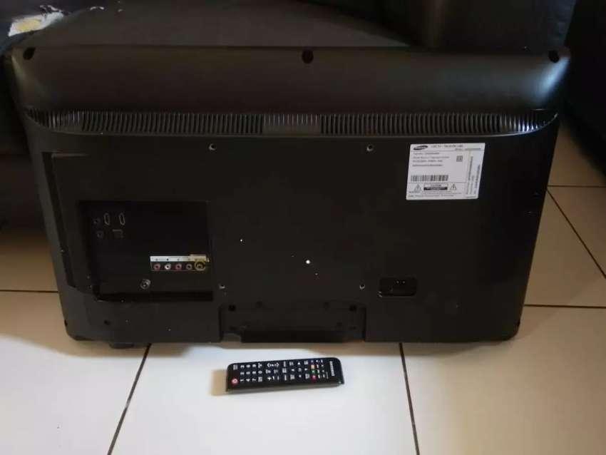 """LED TV SAMSUNG 32""""(UA-32EH4000).belom servis,fungsi ok tingal nonton. 0"""