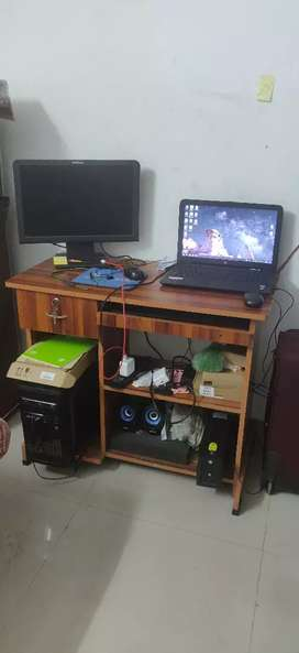 2month old Computer Table in Rs 1400