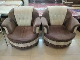 Sofa set in average condition..Kuch din used hua .