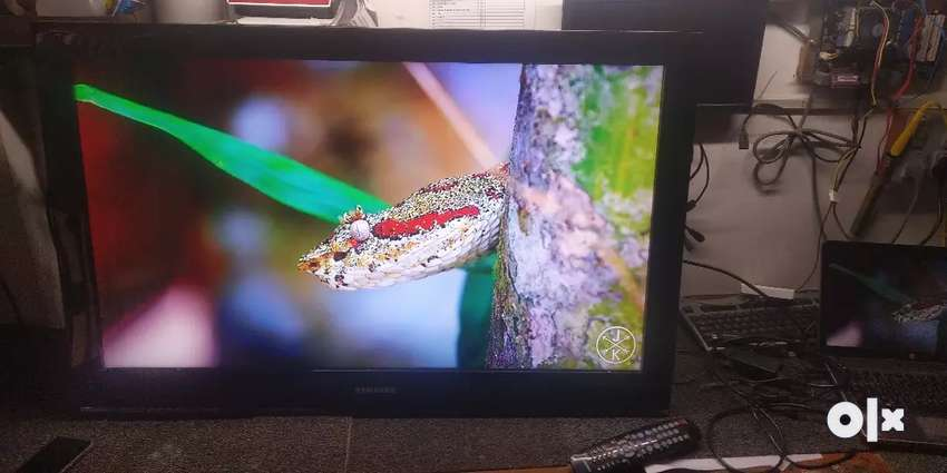 USED ORIGNAL SAMSUNG 40INCH COMMERCIAL TV WITH BASE STAND FULL HD TV 0