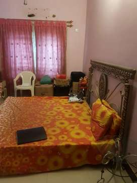 DHA FULLY FURNISHED ROOM IN BUNGALOW ONLY FEMALES