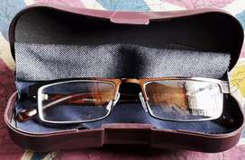 Stylish Chasma metal frame with it's case Fully New not used