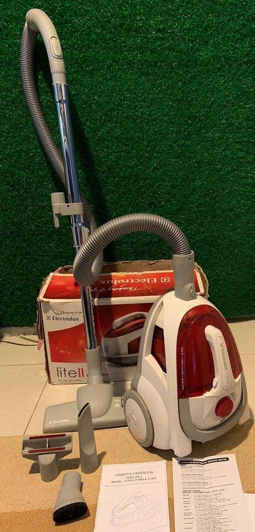 >> FOR SALE <<  Vacum Cleaner ELECTROLUX LITE II. Bagless. 0
