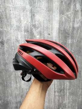 Helm sepeda roadbike bell mips preloved bekas gir0 k4sk bagus