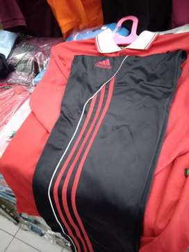Kaos olahraga merah