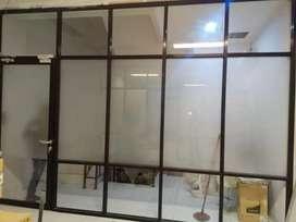 Pintu dan penyekat alumunium kaca