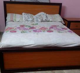 Slightly Used Bedroom Set in Mint Condition for Sale