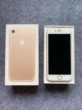 iPhone 7 Gold 32GB with Box + Accessories