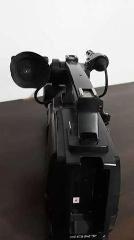 menjual Camera sony HVR HD 1000(kaset) include batterai
