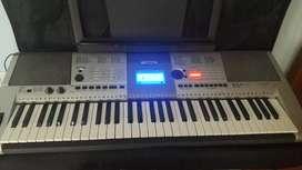 Yamaha keyboard with stand and bag