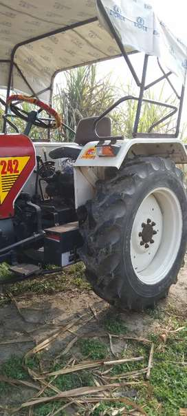 Eicher 242 Xtrck very good condition
