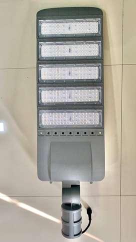 Lampu Jalan Tenaga Surya Two In One 100W IC FIN ICOM