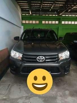 Mobil Toyota Hilux 2017 Abu-Abu  Terawat service Nasmoco ,km 37xxx,