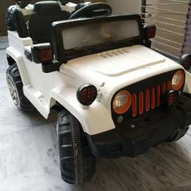 Kids chargeable jeep, in perfect working condotion with remote control