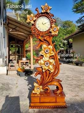 Jam hias mewah motif ukiran, bahan kayu jati asli 100%