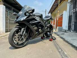 Kawasaki zx10R hitam mulus tahun 2015 bulan6