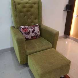 Maharaja luxury chair with leg rest and cushion