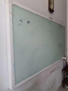 Papan tulis atau whiteboard tempahan bagus