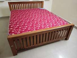 New King (6x6)cot & mattres with  home deliverery 8O7845(whatsap)65O4.