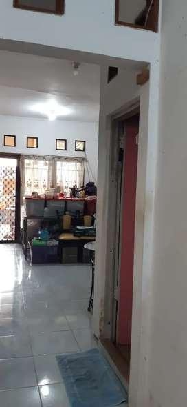 Djual rumah Babatan Pratama 2 lantai siap huni sangat murah lok bagus