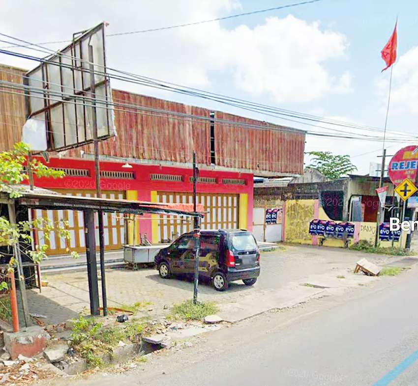 Rumah usaha pinggir jalan godean KM 6 sidoarum sangat ekslusif