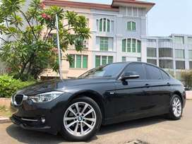 BMW 320i Sport LCi 2017 Black On Black Km20rb Wrnty5Thn TDP Ringan 6Th
