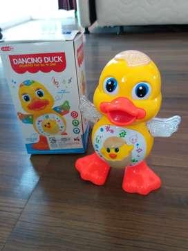 Mainan bebek bisa gerak dan nyala
