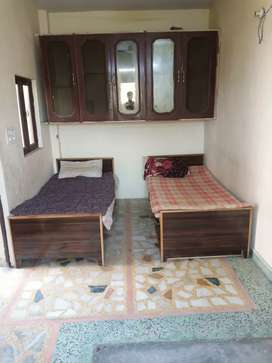Pg/room available for boys,maximum 2 people,per bed cost rs 3999