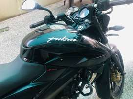 PULSAR 200NS BLACK COLOUR(showroom condition)
