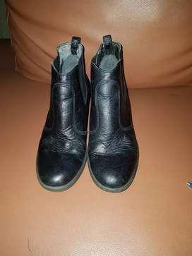 Sepatu boots Everbest untuk kerja formal wanita