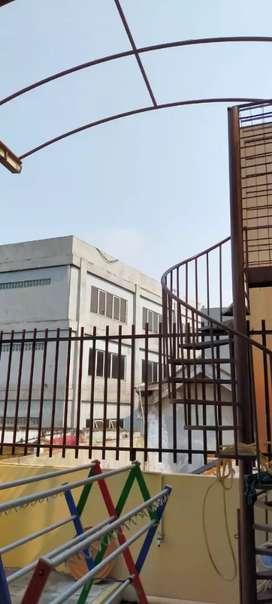Las balkon dan ralingtangga di Johar baru