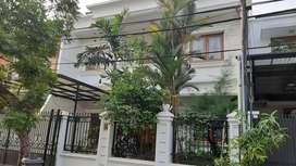 Rumah disewakan  semi furnished di Pondok Indah, Tangerang Selatan.