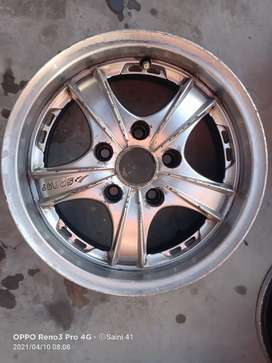 Innova 15 Inch 5 Pcs Alloy For Sale Good Condition