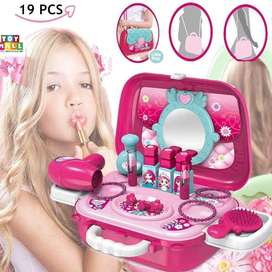 Cosmetic and makeup set for girls