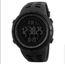 Jam tangan pria digital dgn bingkai warna hitam