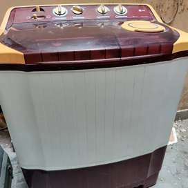 LG semi-automatic washing machine in very good condition