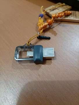 Flashdisk 32 GB bekas masih lancar jaya jarang d pakai