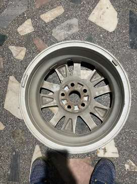 Innova crysta alloy wheel single pic