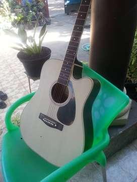Gitar Akustik Yamaha-G525