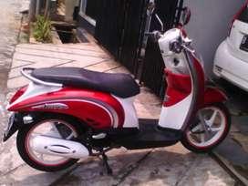 Honda scoopy putih merah di djayamoyor melayani