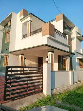 4 cent 1650 sqft 3 bhk house at aluva choondy near rajagiri hospital
