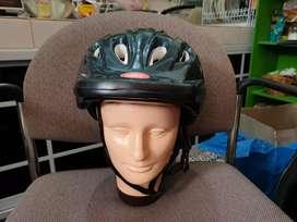 Helm buat bersepeda, sepatu roda size XS