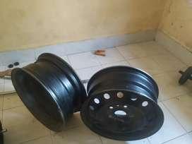 Xuv 500 original rims with wheel caps