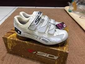 Shoes sepatu roadbike / sepeda balap