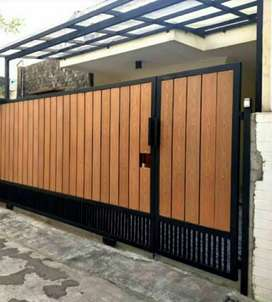 Pagar gerbang dorong/lipat woodplank motif kayu rangka besi galvanis