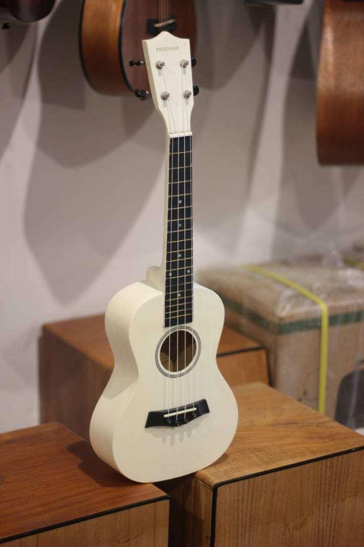 ukulele prodine warna putih concerto 0