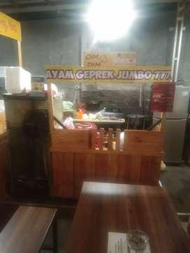 Booth kayu/roda multiguna murah